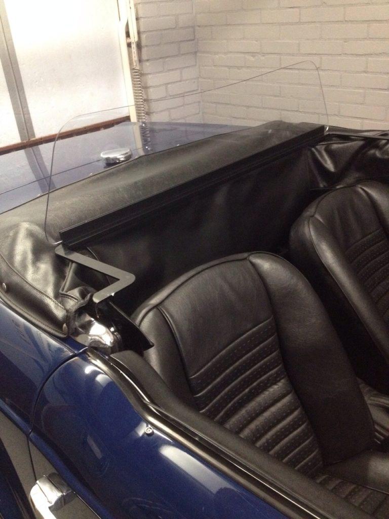 T 010 Triumph TR 11